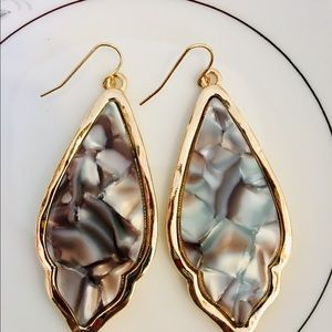 Jewelry - Pink mother of pearl earrings
